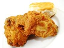 Gebratenes Huhn und Biskuit Lizenzfreies Stockbild