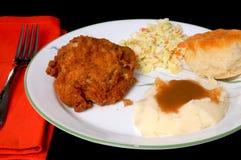 Gebratenes Huhn und gestampfte Kartoffeln Lizenzfreie Stockfotos