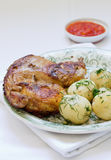 Gebratenes Huhn und Kartoffel Stockfotografie