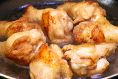 Gebratenes Huhn-wingstick im Heißöl Lizenzfreie Stockfotografie