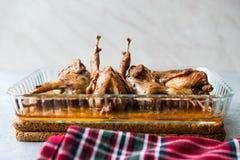 Gebratenes knusperiges Wachtel-Fleisch in der Glas-Schüssel/in Fried Small Chickens lizenzfreie stockbilder