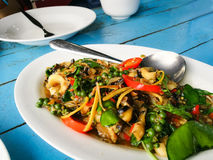 Gebratenes Kräutergemüse mit Miesmuschel, Muscheln und Kamm-Muschel Stockbild