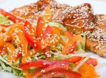 Gebratenes Lendenstückhuhn mit Gemüse Lizenzfreies Stockbild