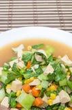 Gebratenes Mischgemüse mit gewürfeltem Schweinefleischball (thailändische Küche) Lizenzfreie Stockfotos