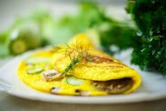 Gebratenes Omelett mit Zucchini Stockfotos
