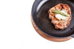 Gebratenes Rindfleisch auf einem Schwarzblech stockbilder