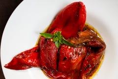 Gebratenes Salatdetail des roten Pfeffers stockbild