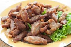 Gebratenes Schweinefleisch auf Teller Stockfotos