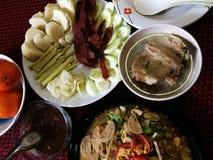 Gebratenes Schweinefleisch mit Gemüse Stockfoto