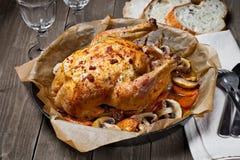 Gebratenes vollständiges Huhn Stockfotografie