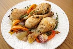 Gebratenes vollständiges Huhn stockfotos