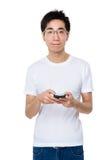 Gebrauch des jungen Mannes von Handy Stockfotografie