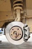 Gebrauchtwagenbremse auf der metallischen Scheibe Lizenzfreies Stockfoto