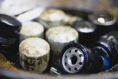 Gebrauchtwagenmaschinenölfilter stockfotografie