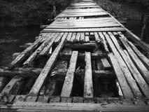 Gebrechliche Holzbrücke Stockbild