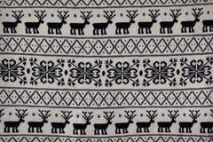 Gebreid patroon met herten en sneeuwvlokken Stock Afbeeldingen