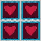 Gebreid wollen naadloos patroon met purpere harten in uitstekende bruine vierkanten Stock Foto's