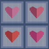 Gebreid wollen naadloos patroon met roze harten in uitstekende blauwe vierkanten Royalty-vrije Stock Afbeelding