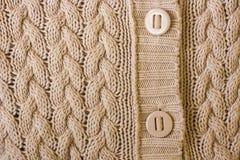 Gebreide achtergrond De warme textuur van weefselkleren met knopen royalty-vrije stock afbeeldingen