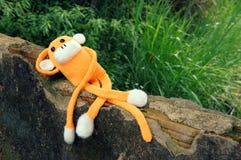 Gebreide eenzame aap, symbool van jaar 2016 Stock Foto
