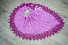 Gebreide sjaal met parels royalty-vrije stock foto