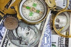 Gebrekkig die kompas op de de dollarbankbiljetten van Verenigde Staten wordt geplaatst royalty-vrije stock fotografie