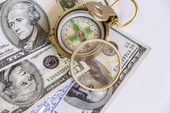 Gebrekkig die kompas op de de dollarbankbiljetten van Verenigde Staten wordt geplaatst stock fotografie