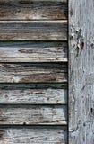 Gebrochene alte Fensterblendenverschlüsse Stockbilder