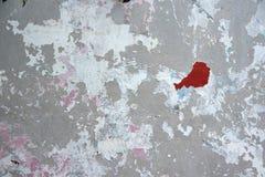 Gebrochene Betonmauer Stockfotos