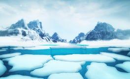 Gebrochene Eisbergstücke mit großen Bergen hinter Hintergrundschablone stock abbildung