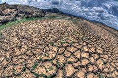 Gebrochene Erde in der Dürren-Jahreszeit Lizenzfreies Stockfoto