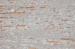 Gebrochene Farbe auf einer hölzernen Wand Wand von den hölzernen Planken mit Farbenspuren Lizenzfreies Stockfoto