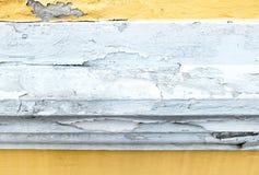 Gebrochene gelbe Farbenfarbbetonmauer, Beschaffenheitshintergrund Lizenzfreies Stockbild