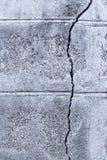 Gebrochene konkrete Backsteinmauer Lizenzfreie Stockfotos