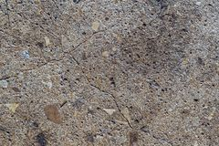 Gebrochener konkreter Boden mit Felseninnereabschluß oben Stockbild
