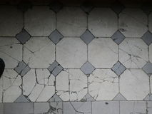 Gebrochener Mosaikfußboden lizenzfreies stockbild