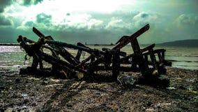 Gebrochener Schiffsschädel an der Seeseite lizenzfreie stockbilder