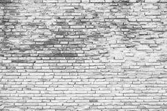 Gebrochener weißer Schmutzbacksteinmauerhintergrund (Schwarzweiss-Farbe stockbilder