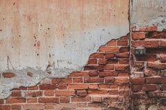 Gebrochenes Backsteinmauermuster Stockfotos