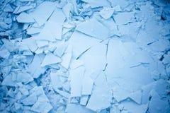 Gebrochenes Eis auf dem Fluss Lizenzfreie Stockbilder
