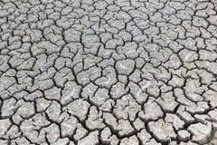 Gebrochenes trockenes Land ohne Wasser Stockfoto