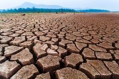 Gebrochenes trockenes Land ohne Wasser entziehen Sie Hintergrund lizenzfreies stockbild