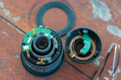 Gebroken aan de cameralens van stukken digitale dslr met ongeval Royalty-vrije Stock Foto
