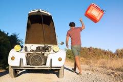 Gebroken auto zonder brandstof royalty-vrije stock afbeelding