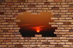 Gebroken bakstenen muur Stock Foto