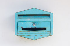 Gebroken brievenbus stock foto