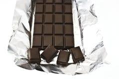 Gebroken chocolade op een folie Royalty-vrije Stock Foto