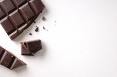 Gebroken chocoladereep verlaten positie geïsoleerde hoogste mening Stock Fotografie