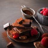 Gebroken chocoladestukken Stock Foto's