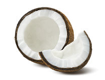 Gebroken die kokosnotenstukken op witte achtergrond worden geïsoleerd Royalty-vrije Stock Afbeeldingen